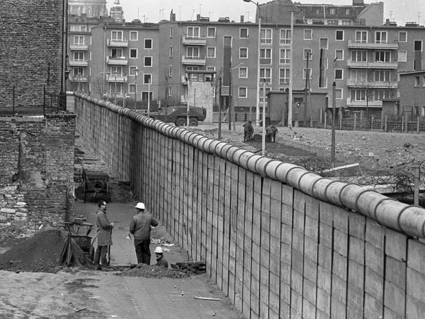 berlin-wall-ap-6704180444.jpg