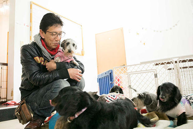 takahashi-with-dogs.jpg