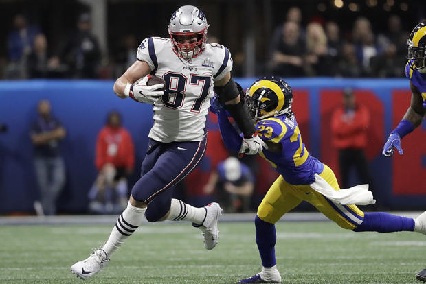 Patriots Gronkowski Retires Football