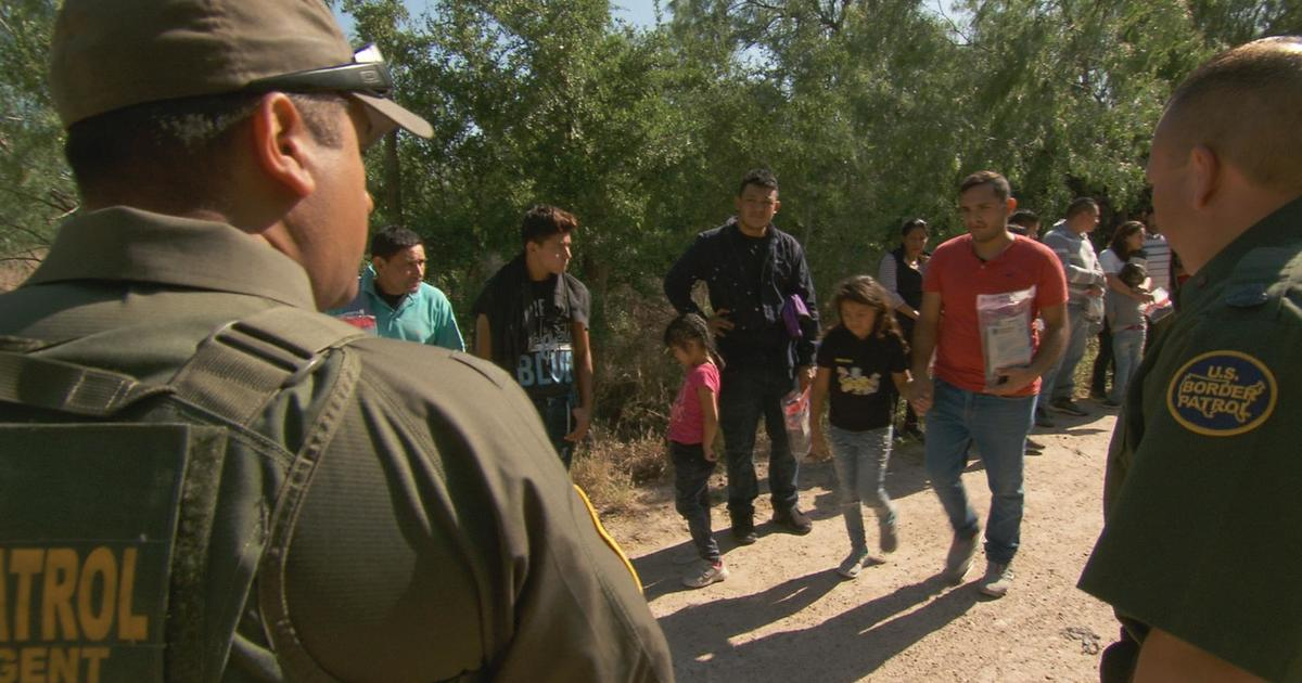 60 Minutes reporting on border crisis wins Columbia Journalism duPont Award