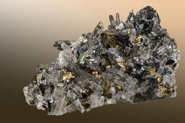 calcopyrite-and-quartz-crystals-formed-hydrothermally-verne-lehmberg-620.jpg