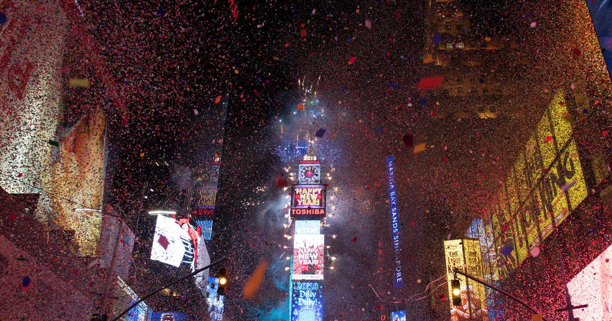 Times Square Ball drop: Everything you need to know about the Times Square  New Year's Eve Ball - CBS News