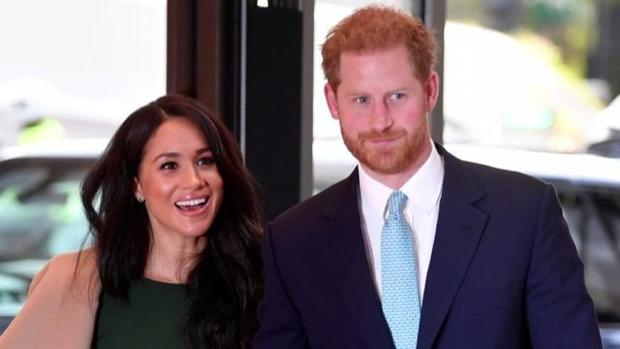 cbsn-fusion-queen-elizabeth-agrees-to-period-of-transition-prince-harry-meghan-markle-thumbnail-436152-640x360.jpg