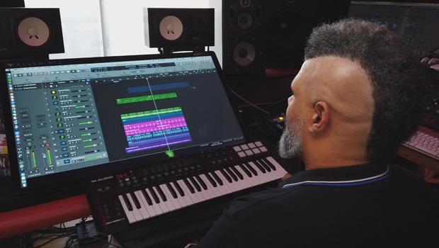 music-producer-oak-felder-in-the-studio-620.jpg