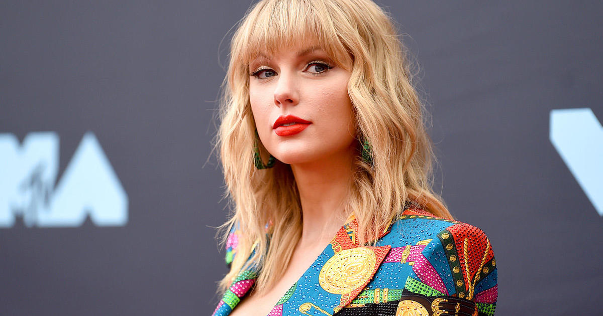 Taylor Swift donates $13,000 to two mothers struggling to pay bills during pandemic