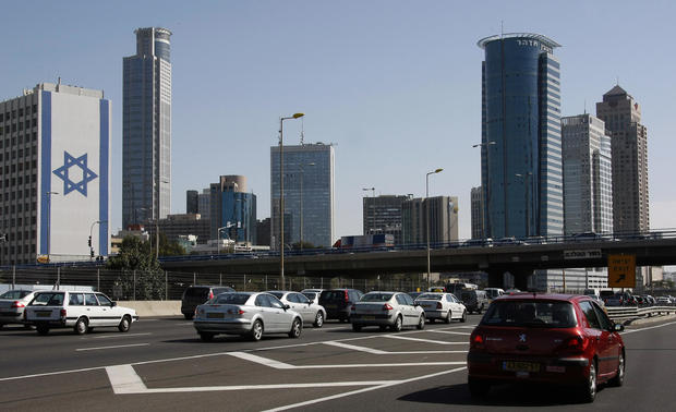 A picture shows traffic in Tel Aviv on M