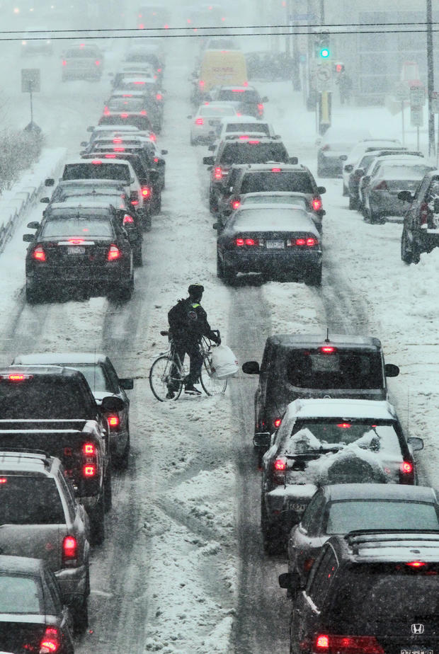 Snow conditions downtown Minneapolis. A lone bicyclist looked a little lost in the rush hour traffic of downtown Minneapolis. (MARLIN LEVISON/STARTRIBUNE(mlevison@startribune.com (cq )