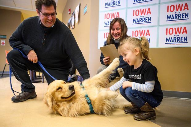 US-POLITICS-VOTE-ELECTION-IOWA-WARREN