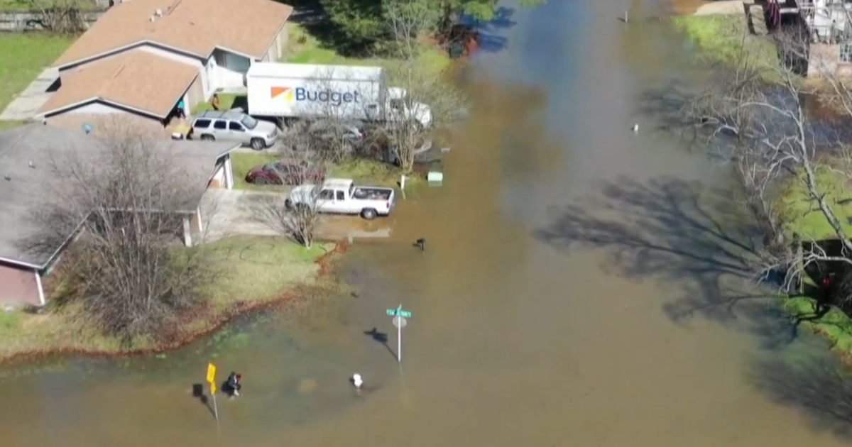 """Historic flooding of Mississippi's Pearl River forces evacuations: """"Precarious situation that could turn at any moment"""""""