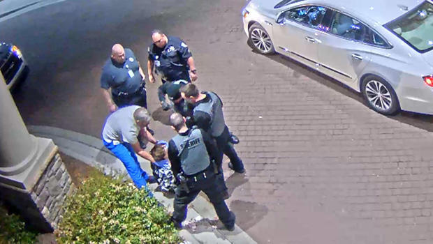 hayden-long-punched-by-police-at-atrium-health-in-lincolnton-nc-620.jpg