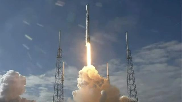 cbsn-fusion-spacex-rocket-launch-falcon9-starlink-mission-internet-satellites-today-2020-02-17-thumbnail-445994.jpg