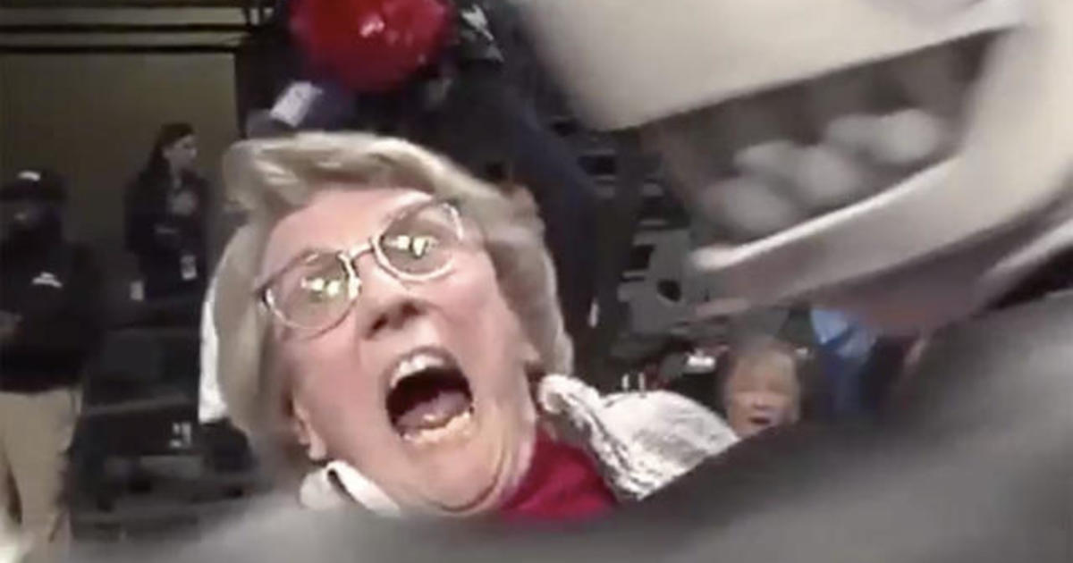 86-year-old gets hole-in-one at Ole Miss game, winning herself a car