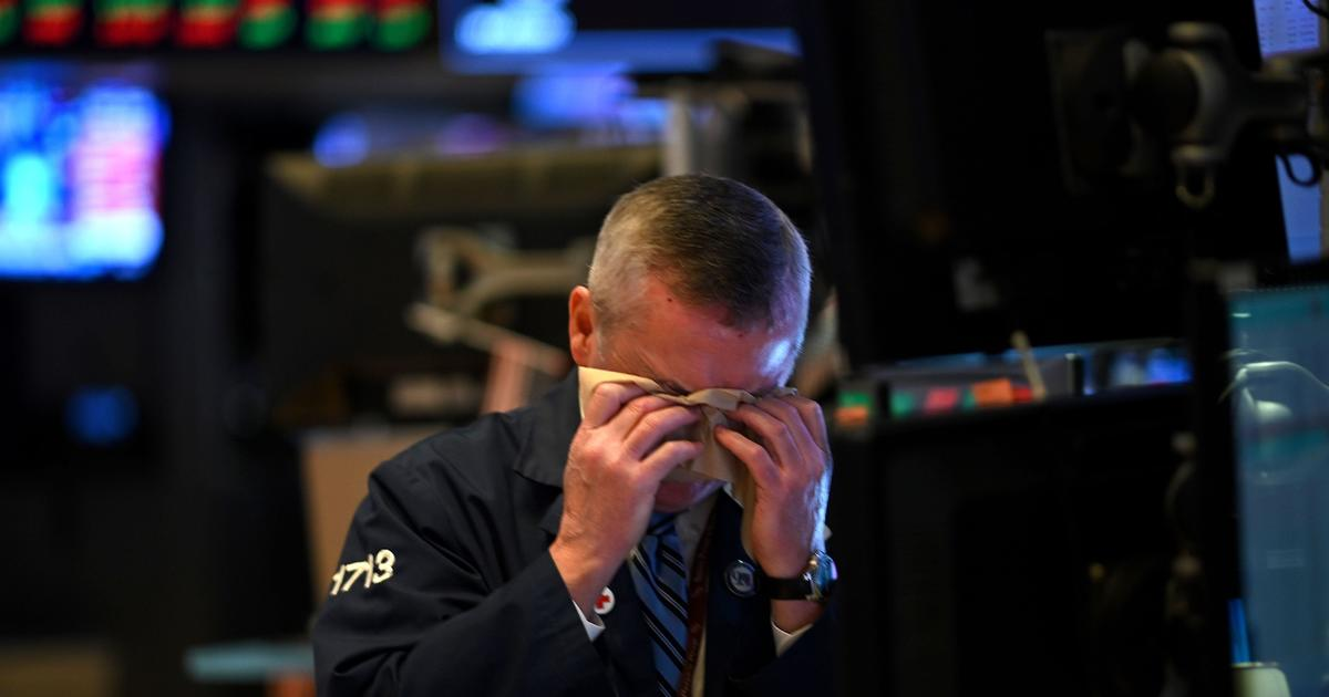 Stocks fall on COVID-19's spread, Fed's cautious comments thumbnail