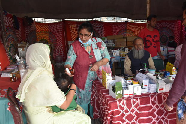 dr-rukhsana-choudhary-at-relief-camp.jpg
