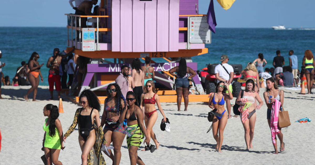 Spring Breakers In Miami Say Coronavirus Won T Stop Them From Partying Cbs News