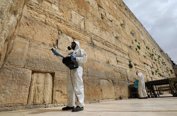 TOPSHOT-ISRAEL-HEALTH-VIRUS-JUDAISM