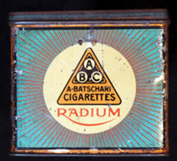 Radium cigarettes tin, front