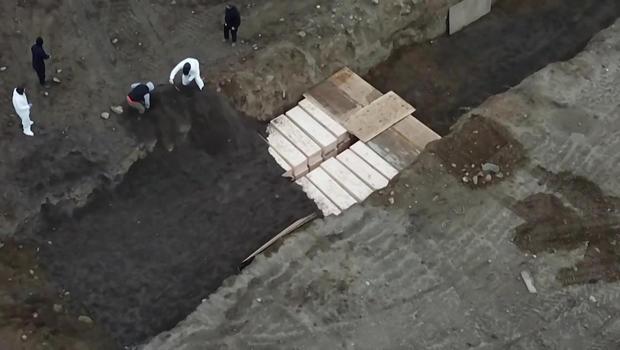 hart-island-mass-burial-2-620.jpg