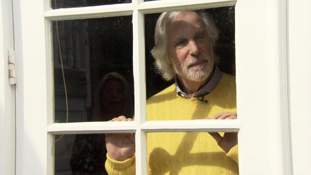 henry-winkler-through-glass-door-620.jpg