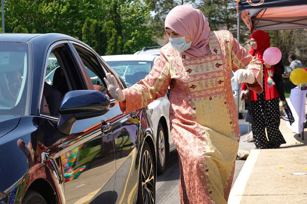 Illinois Islamic Center Hosts Drive Thru Eid Celebration Amid COVID-19 Pandemic