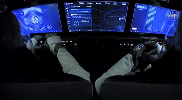 053120-cockpit.jpg