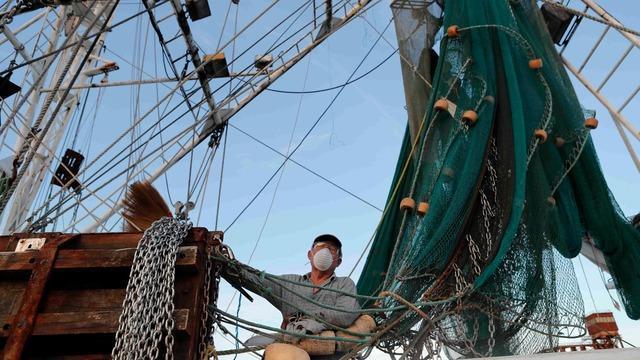 cbsn-fusion-farming-and-fishing-among-us-industries-worst-hit-by-coronavirus-lockdowns-thumbnail-499385-640x360.jpg