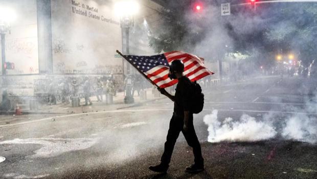 protest-united-states-flag-620.jpg
