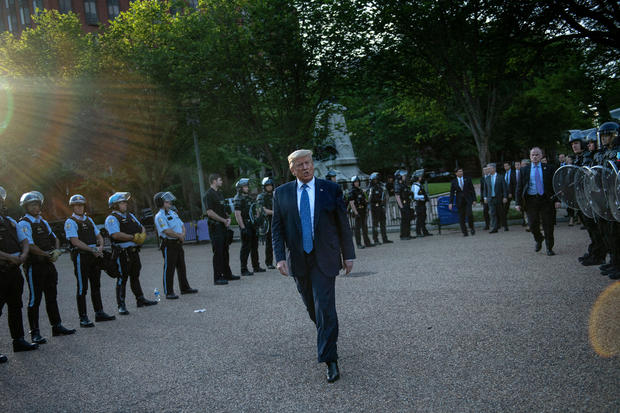 TOPSHOT-US-TRUMP-MINORITIES-POLICE-politics-DEMONSTRATION