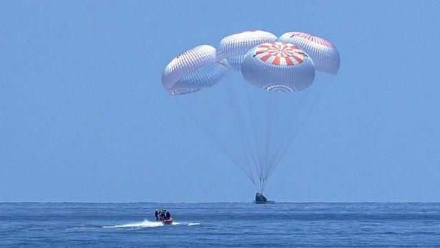 080220-spacex-nasa-splashdown.jpg