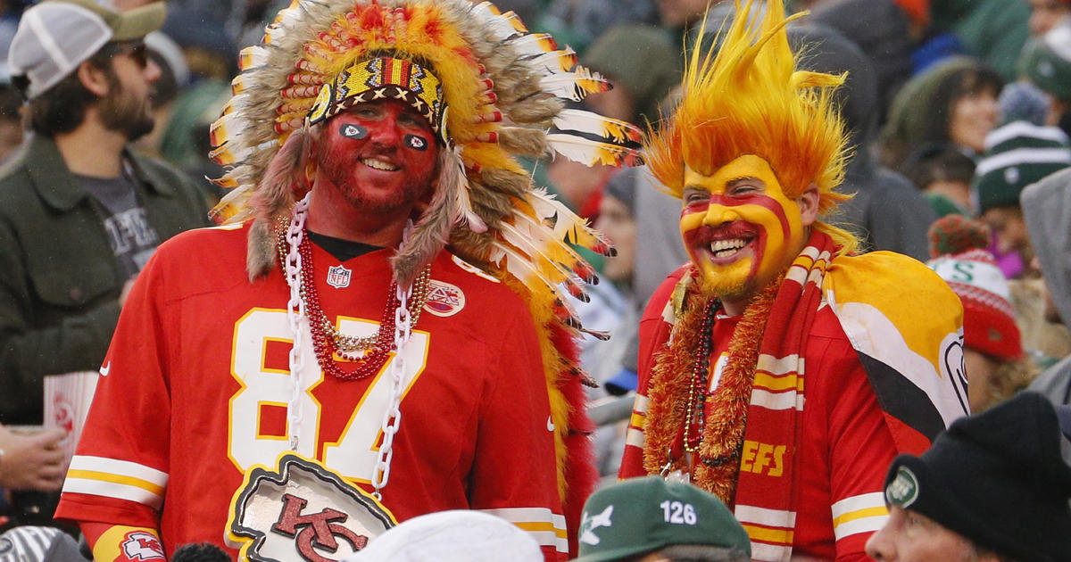 Kansas City Chiefs Ban Fans From Wearing Headdresses And Native American Inspired Face Paint In The Stadium Cbs News