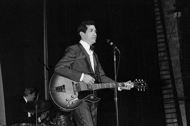 Trini Lopez in concert at the Olympia. Paris, 1964