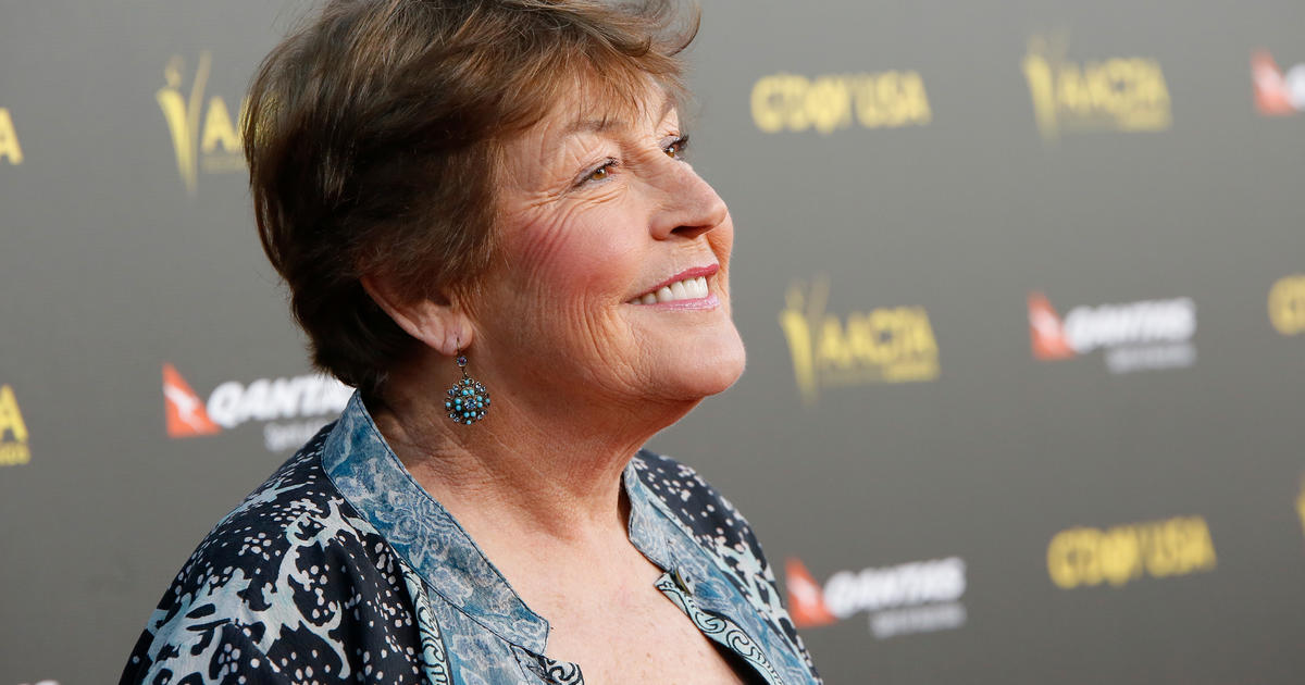 "Helen Reddy best known for her 1972 hit ""I Am Woman"" has died at 78 – CBS News"