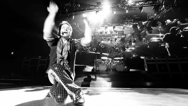 david-lee-roth-on-stage-620.jpg