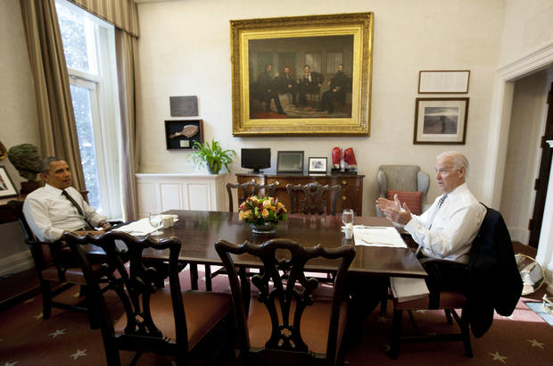 US President Barack Obama and Vice President Joe Biden meet for lunch