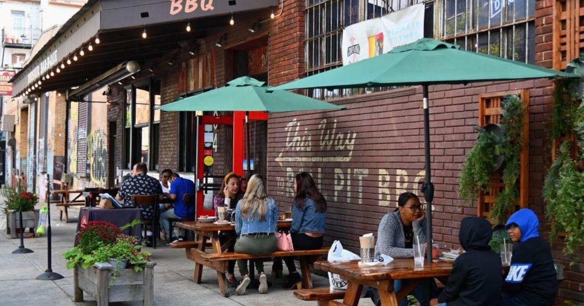 New York will require bars and restaurants to close by 10 p.m.