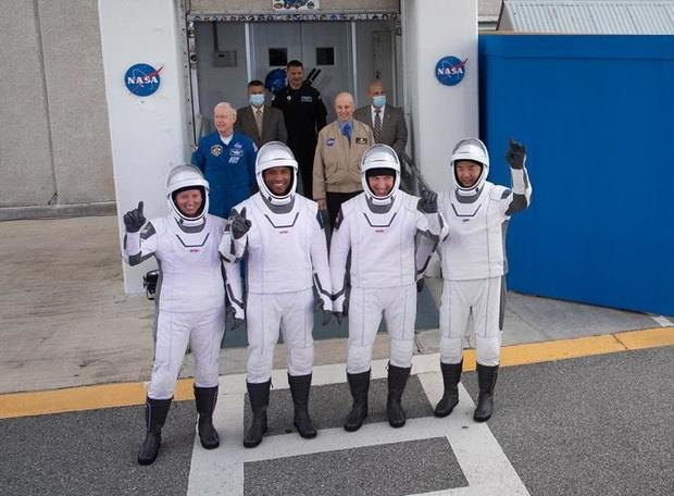 111520-Crew1.jpg