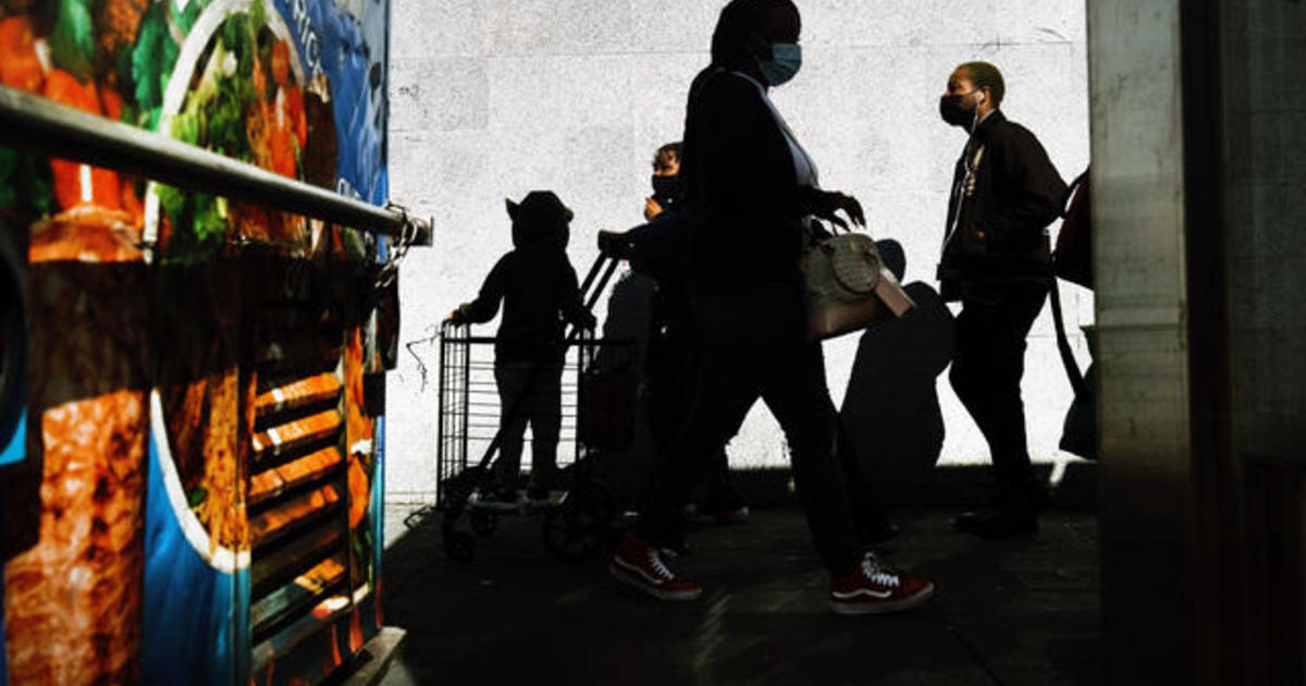 U.S. jobless claims rise as coronavirus pandemic worsens