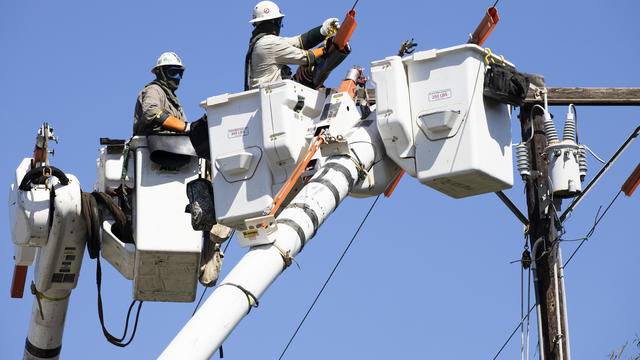 Southern California Edison Maintains Power Lines