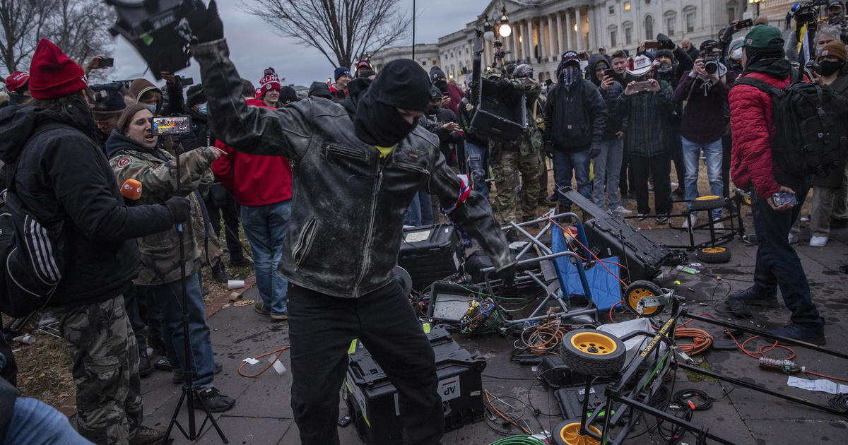 Capitol rioters communicated using military hand signals law enforcement official says – CBS News