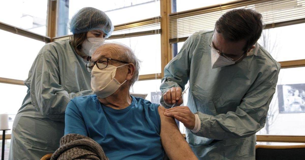 Holocaust survivors get COVID-19 vaccine on Auschwitz liberation day
