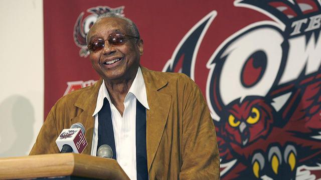 NCAA Men's Basketball - Temple Coach John Chaney Announces His Retirement - March 13, 2006