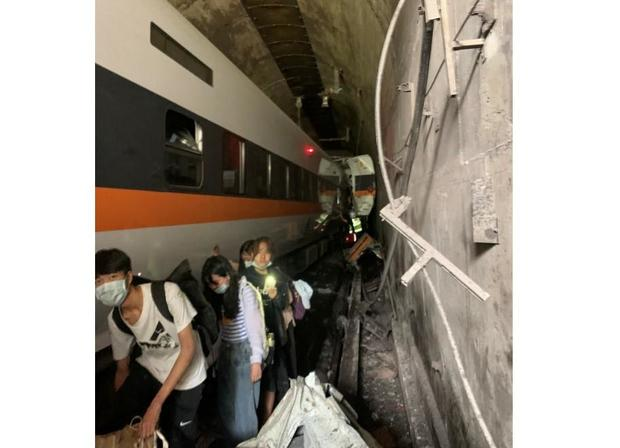 taiwan-train-crash-tunnel-scene-040221.jpg