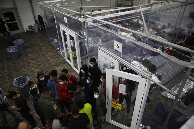 TOPSHOT-US-TEXAS-BORDER-IMMIGRATION-DETENTION