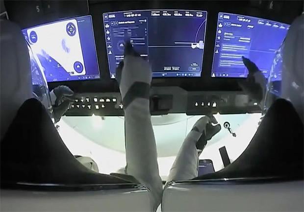 040521-cockpit.jpg