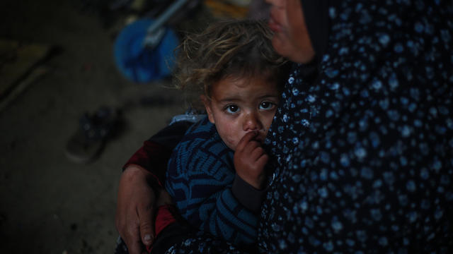 Palestinian refugees in Gaza await aid during Ramadan