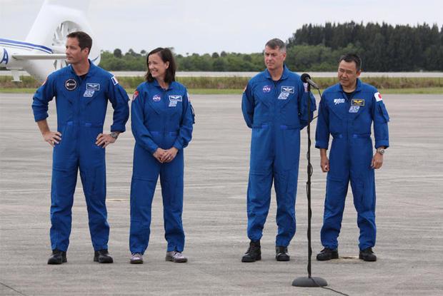 041621-crew-runway-clark.jpg