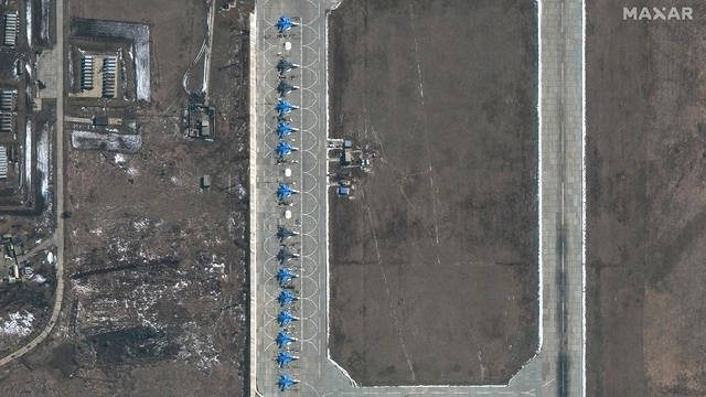 11-su34-aircraft-morozovsk-airbase-russia-27march2021.jpg