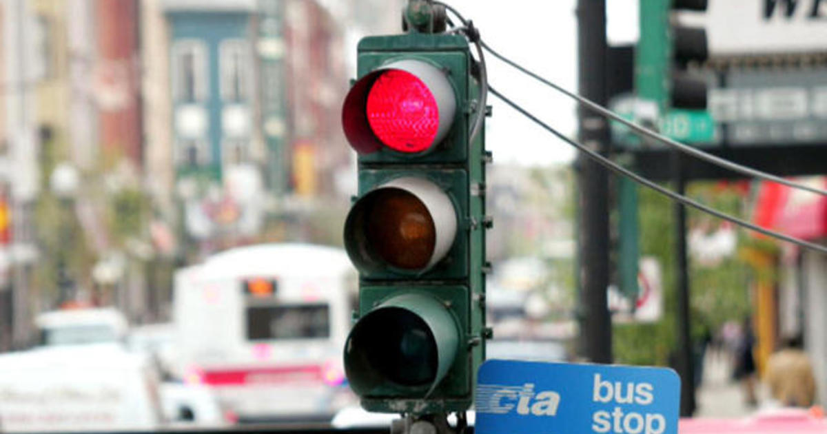 New car feature will tell drivers when red light will turn