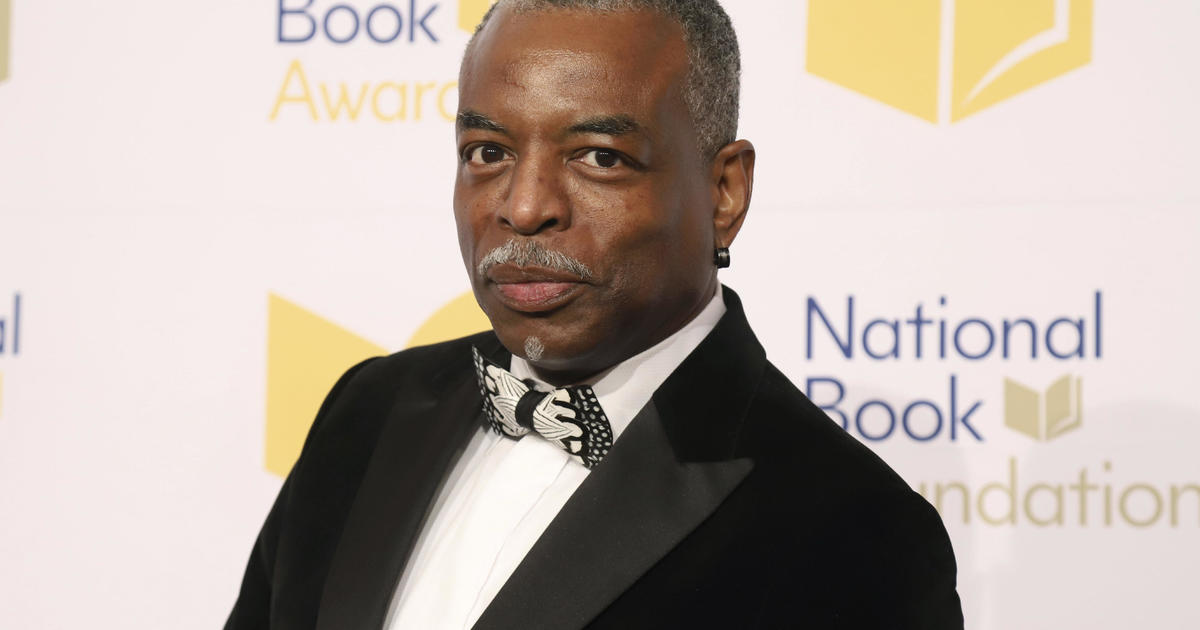 """LeVar Burton joins """"Jeopardy!""""  as a guest host after the successful petition of the fans"""