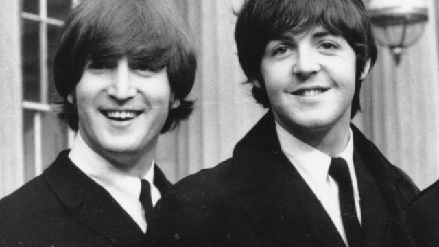 lennon-mccartney-buckingham-palace